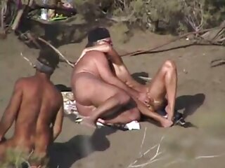 في الفيديو مثير عارية Dehati وقوف السيارات سيرا على الأقدام عندما رأى
