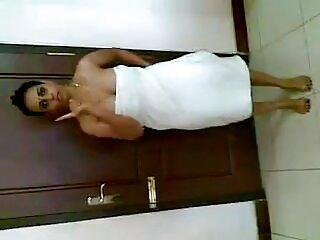 الاغتصاب القسري مثير الهندية البهوجبرية يؤديها على امرأة وامض فتاة صغيرة.
