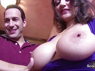 زوجين شابين البطلة كي كبير الثدي الطبيعية bf مثير الفيديو تم تصويره على الهاتف