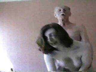 A sexsy الهندية فيديو خنزير خنزير يغتصب جميلة سمراء الرجل على الأرض