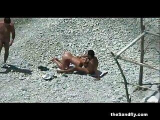 اللعب مع الهندية الجنس فيلم مين الغرباء العري